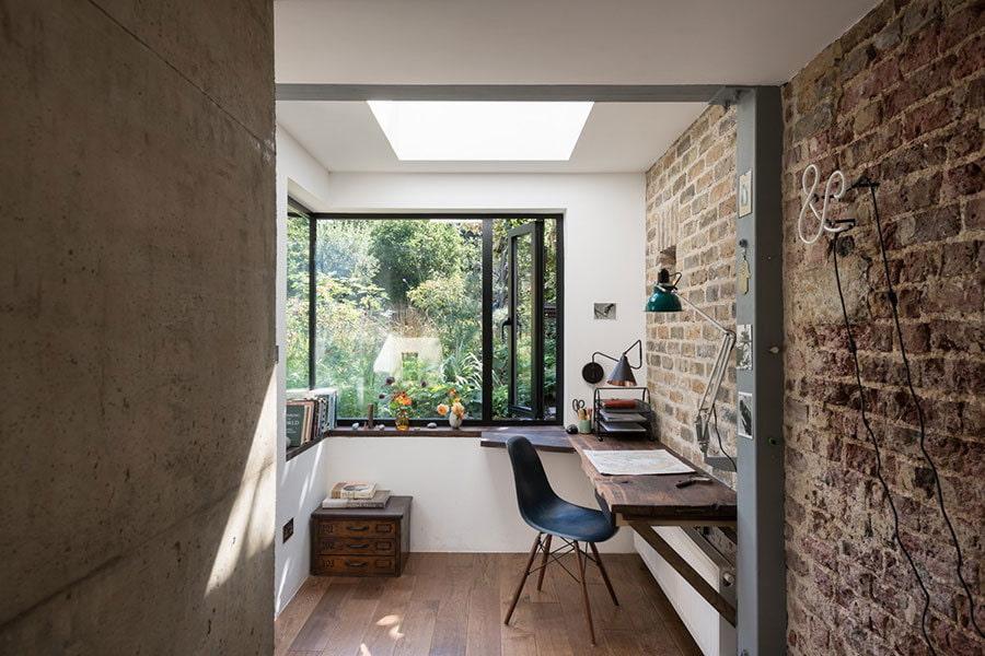 Домашний кабинет в интерьере балкона