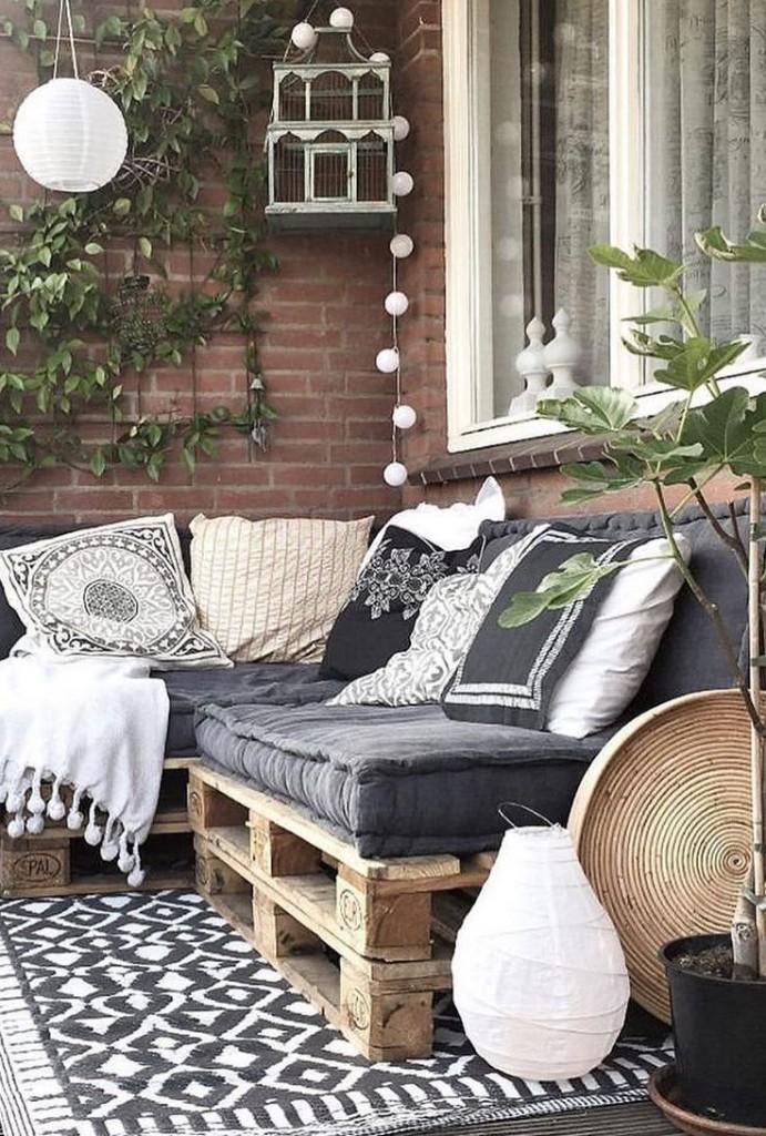 Мебель для балкона в деревенском стиле