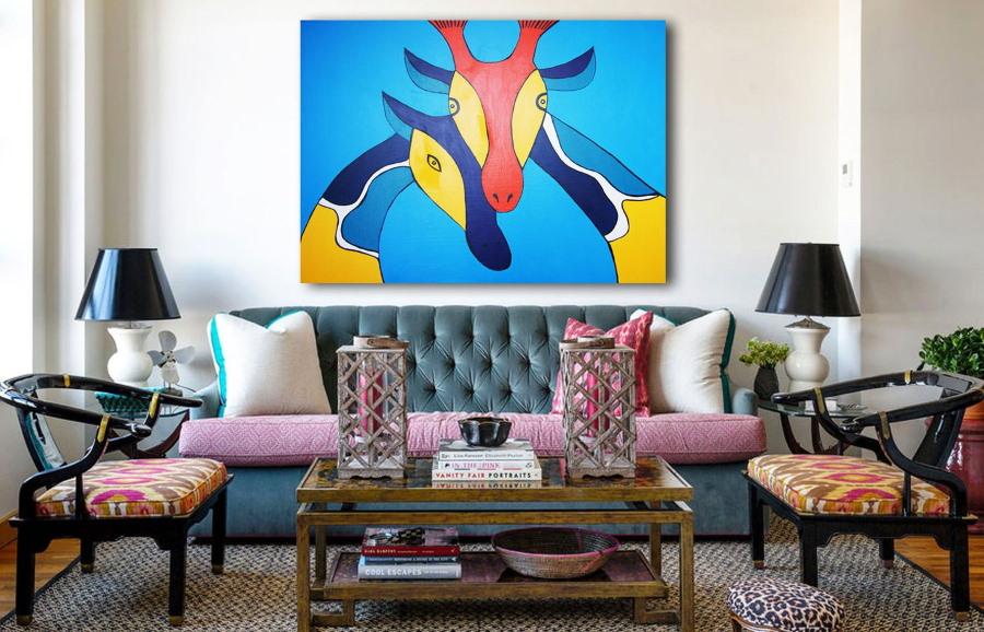 Модная картина в интерьере гостиной комнаты