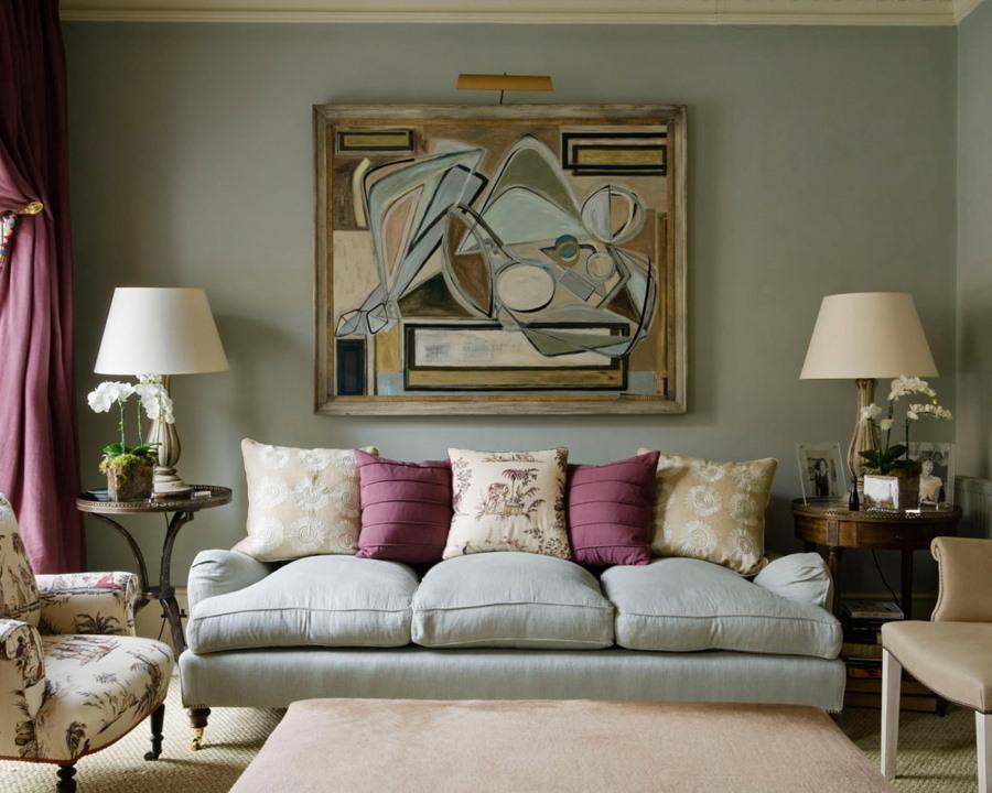 Большая картина над раскладным диваном в зале