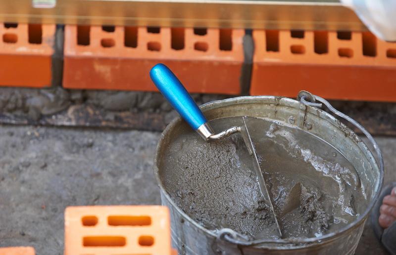 Цементный раствор в оцинкованном ведре