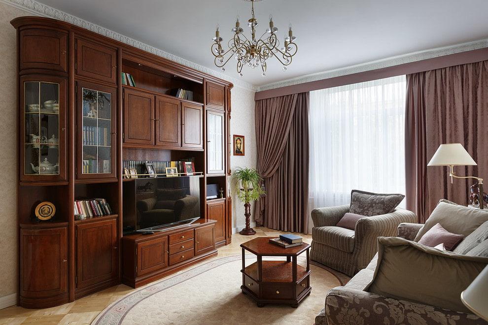 Корпусная стенка в гостиной комнате классического стиля