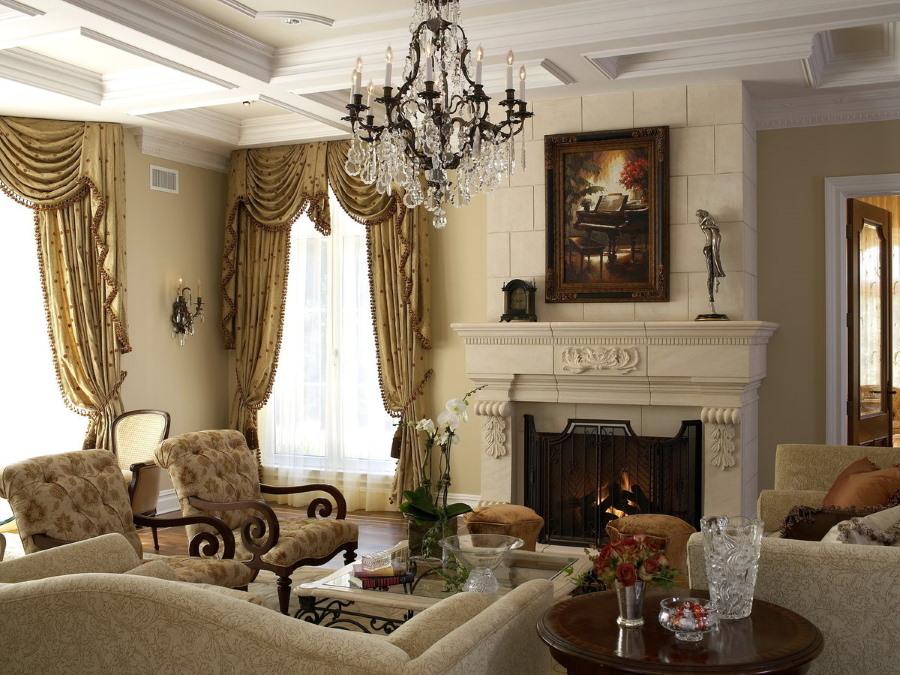Шторы с ламбрекенами в гостиной с камином