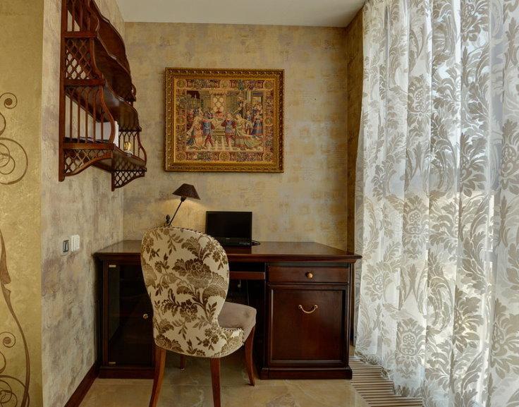 Домашний кабинет на балконе в квартире