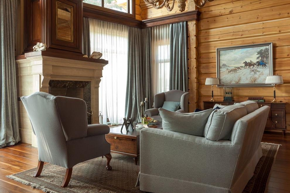 Серая мебель в деревянном доме классического стиля
