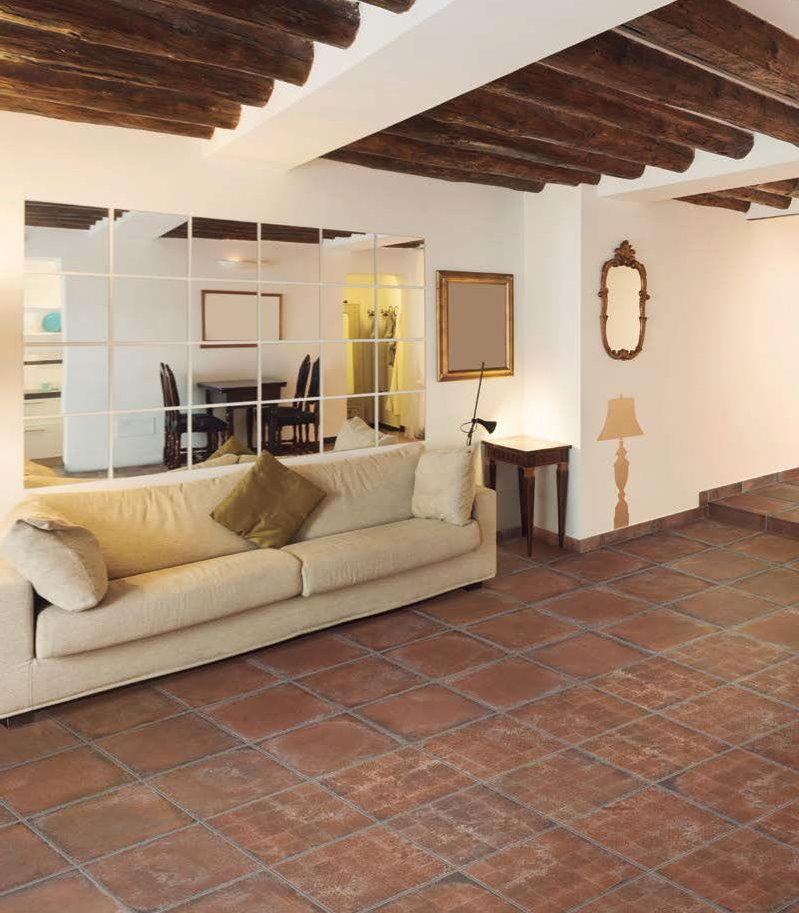 Клинкерная плитка в гостиной с деревянными балками