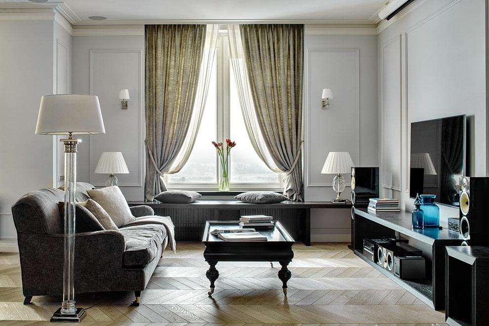 Декор подхватами коротких штор в гостиной