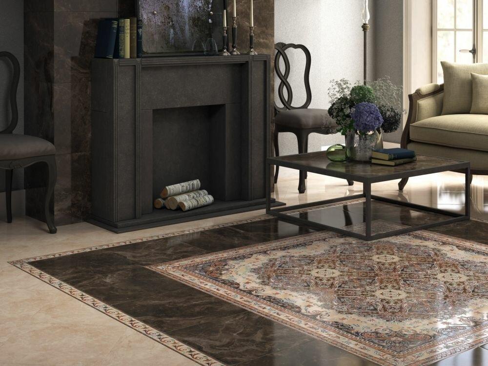 Керамическая плитка на полу гостиной с фальш-камином
