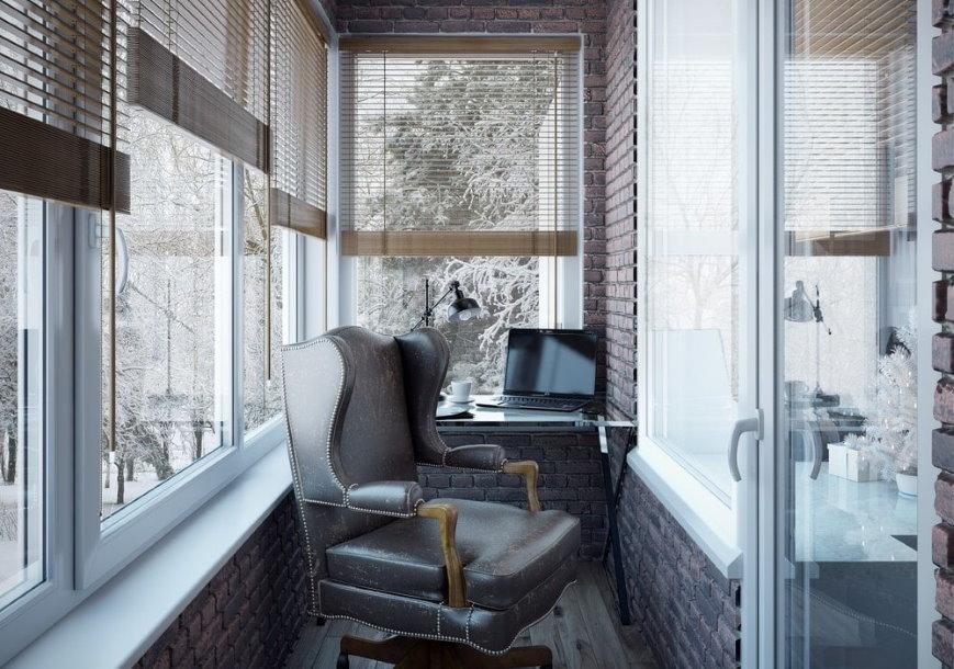 Кожаное кресло в интерьере балконного кабинета