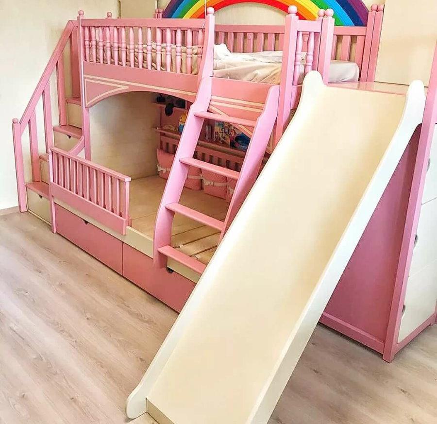 Розовая кровать с горкой для девочки