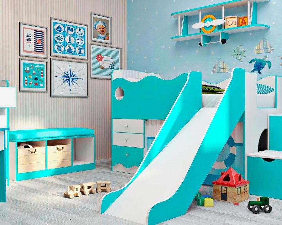 Детская кровать с горкой в спальне мальчика