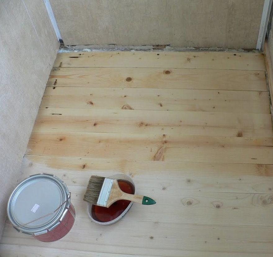 Лакировка деревянного пола на балконе