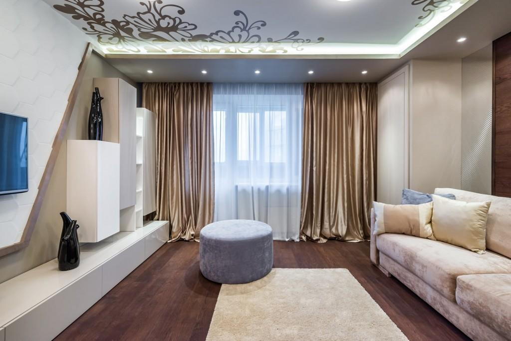 Синтетические шторы в современной гостиной