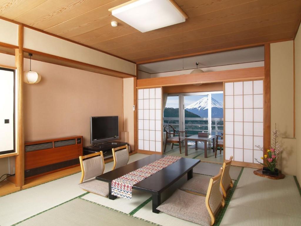 Светлая отделка стен в гостиной восточного стиля