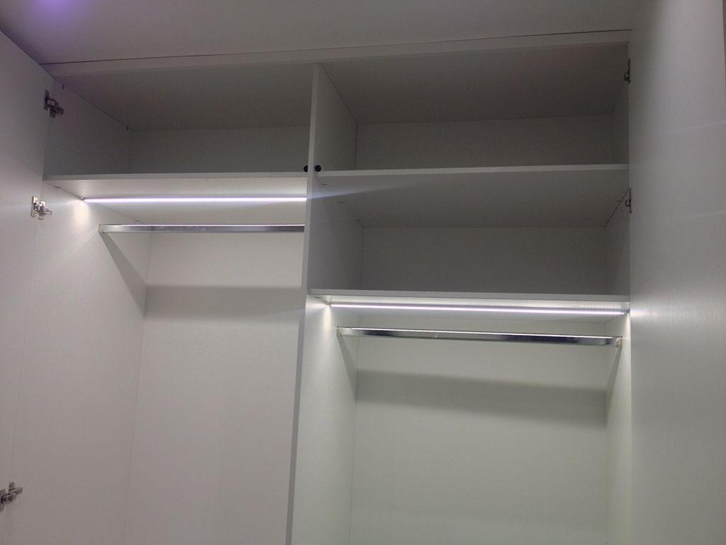 Светодиодная лента под полками шкафа