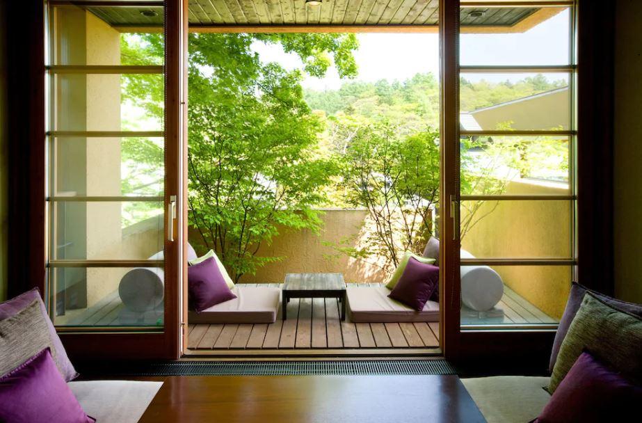 Раздвижные двери на балконе в восточном стиле