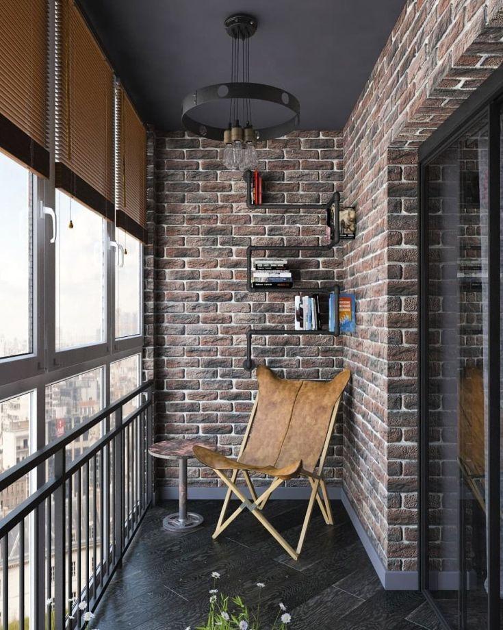 Складной стульчик на балконе в индустриальном стиле