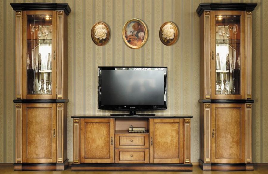 Мебель в гостиной комнате из карельской березы