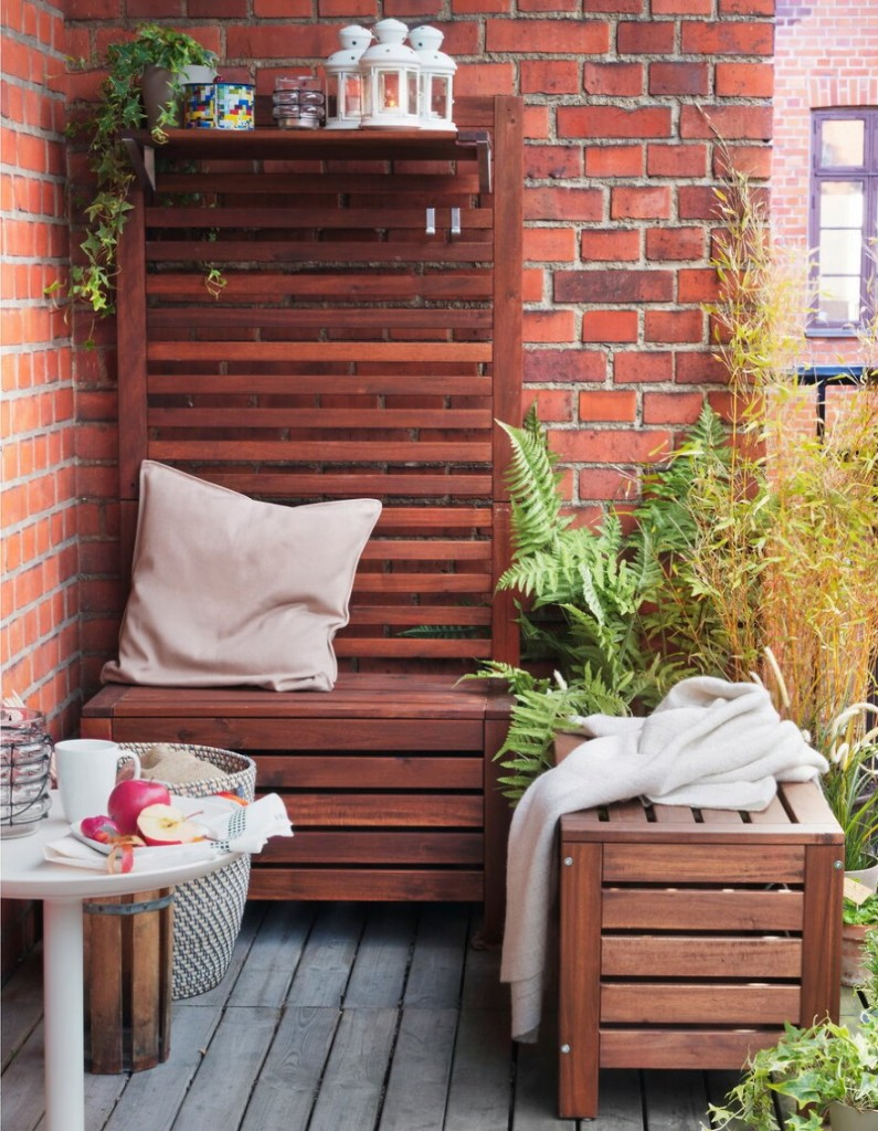 Мебель для балкона с живыми растениями
