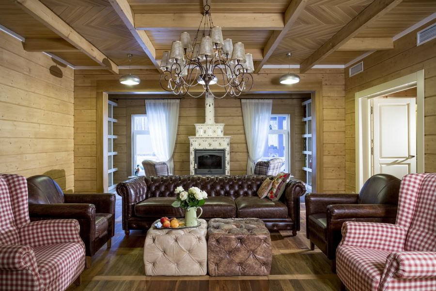 Кожаная мебель в брусовом доме
