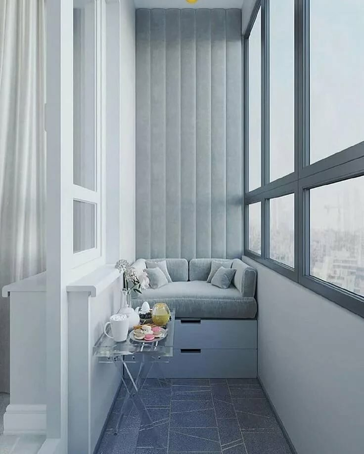 Небольшой диванчик на лоджии в стиле минимализма