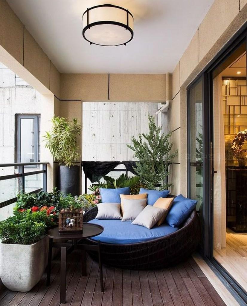 Интерьер открытого балкона в стиле модерн