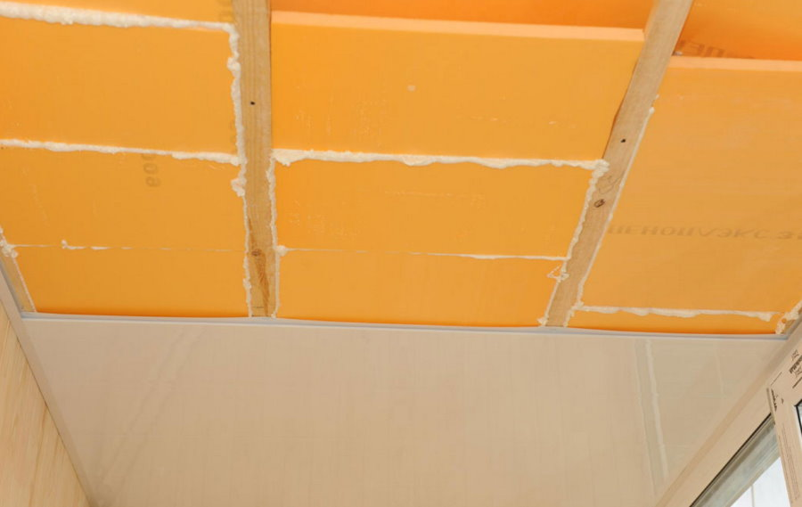 Монтаж пеноплекса на потолке балкона