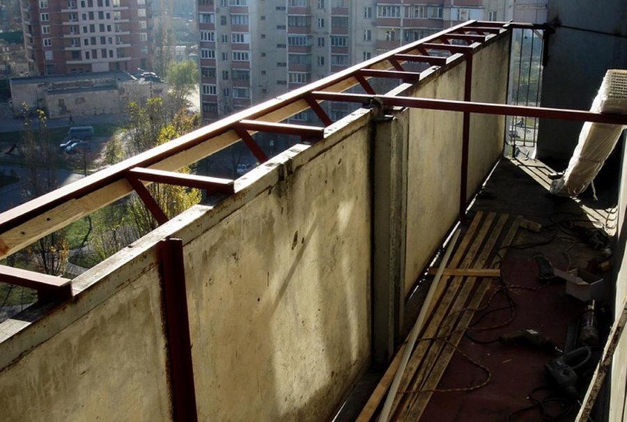 Монтаж выноса по подоконнику на балконе хрущевки