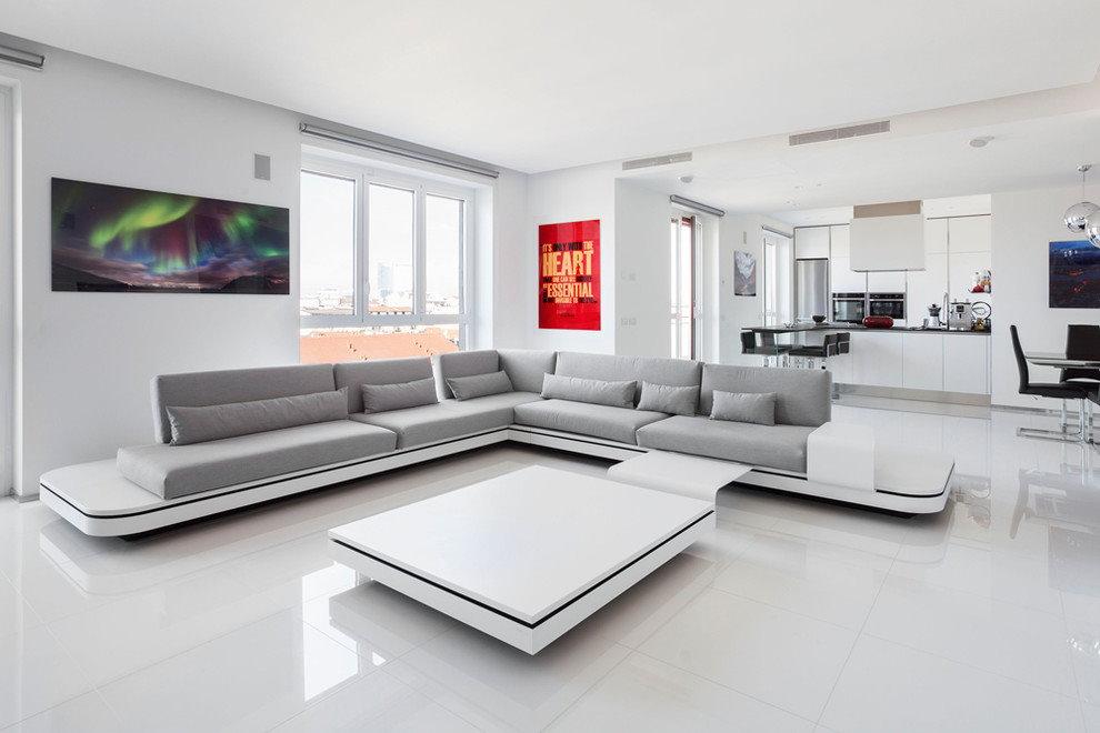 Модульная мягкая мебель в просторной гостиной