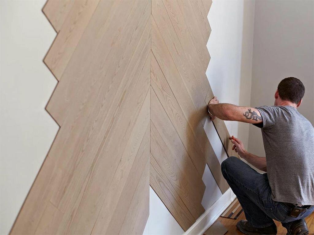 Наклейка елочкой ламината на стене