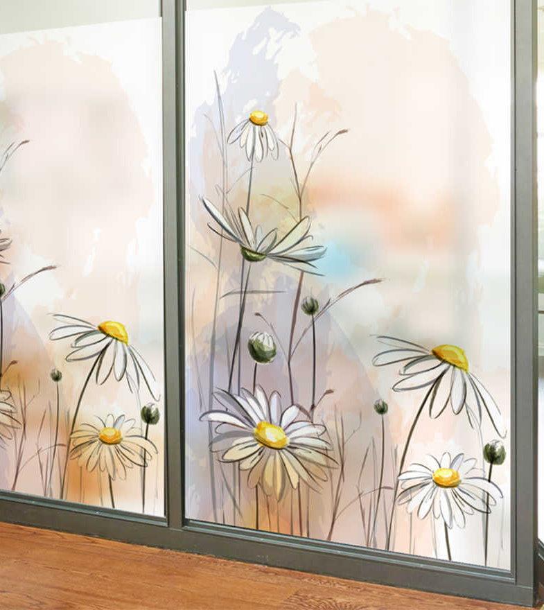 Декорирование раздвижного окна балкона наклейками