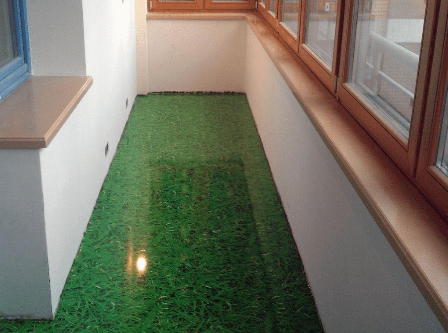 3D наливной пол на балконе с имитацией зеленой травы