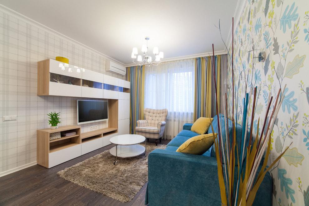 Обои-компаньоны в интерьере гостиной комнаты