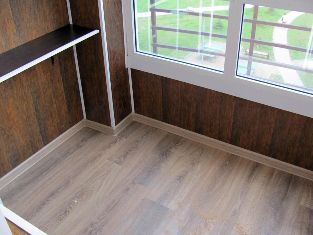 Пример отделки застекленного балкона МДФ-панелями