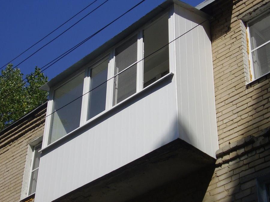 Фото внешней обшивки балкона пластиковыми панелями