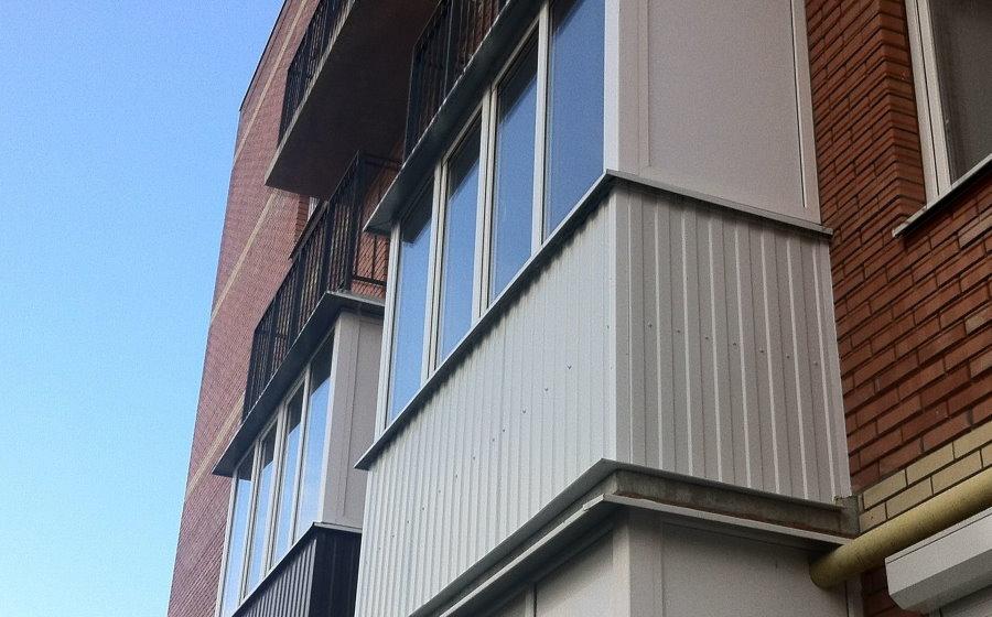 Наружная обшивка балкона профилированным листом