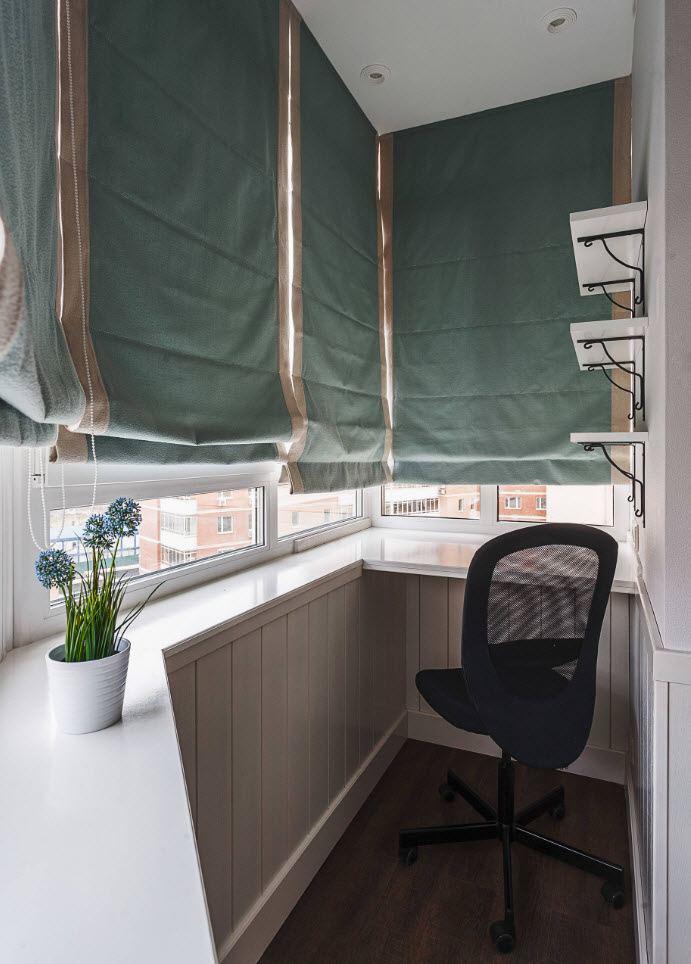 Небольшой балкон с выносом по подоконнику
