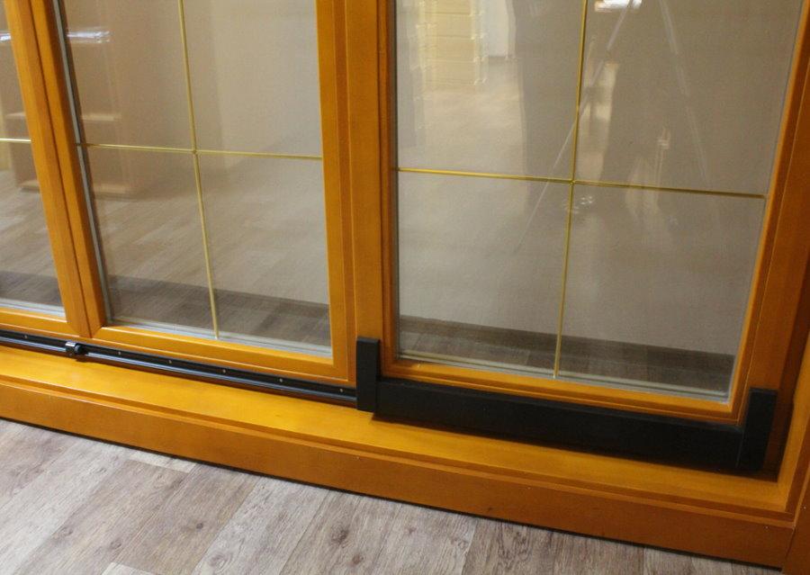 Раздвижные деревянные окна для остекления балкона