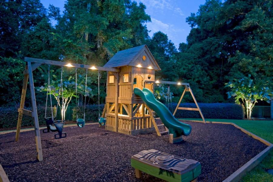 Качественное освещение игровой площадки на даче
