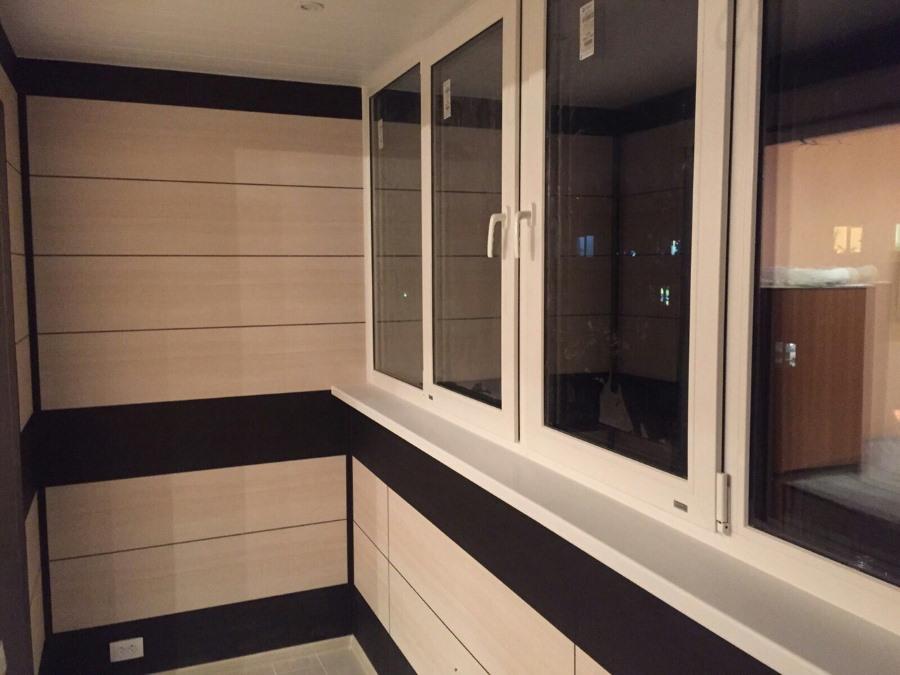 Отделка застекленного балкона панелями