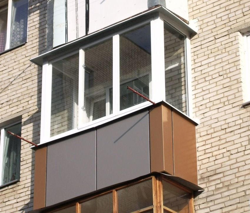 Обшивка полимерными панелями балкона снаружи