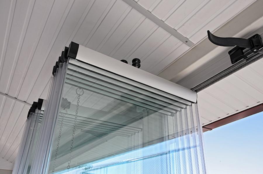 Отделка пластиковой вагонкой потолка на балконе