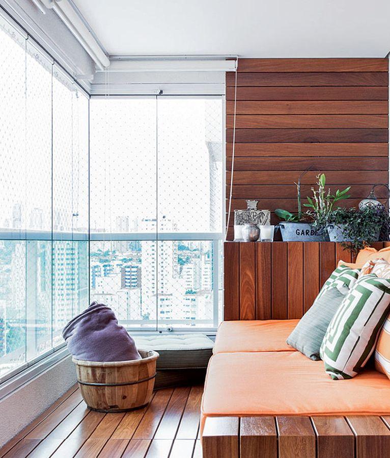 Отделка панорамного балкона вагонкой из сосны
