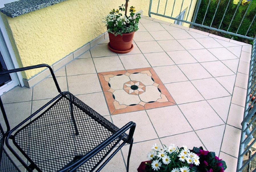 Керамический пол на открытом балконе