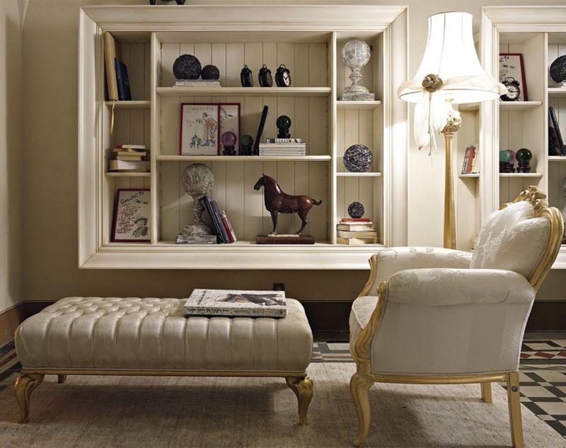 Полки для декораций в гостиной классического стиля