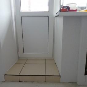 Балконная дверь с глухой вставкой внизу