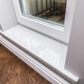 Отделка балконного порога пластиковым подоконником
