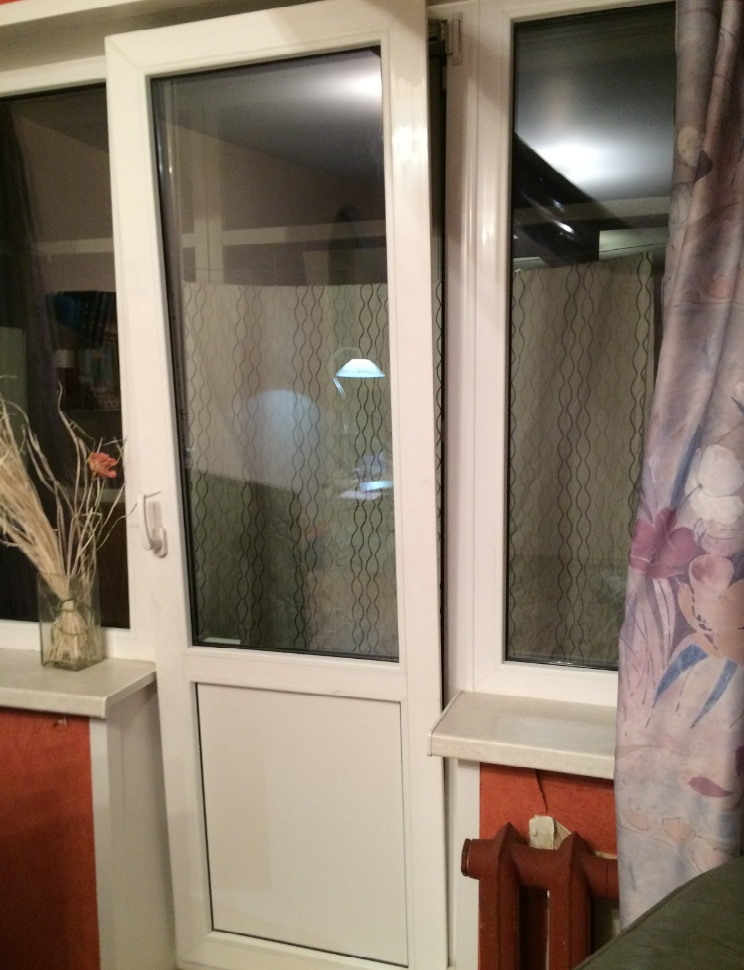 Поворотно-откидная дверь балкона в режиме проветривания