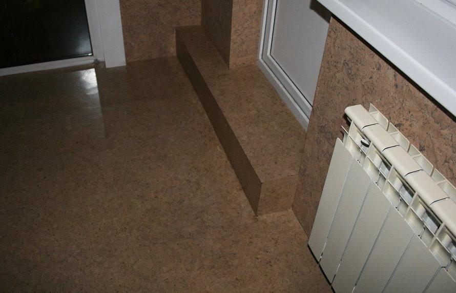 Отделка балкона пробковым покрытием
