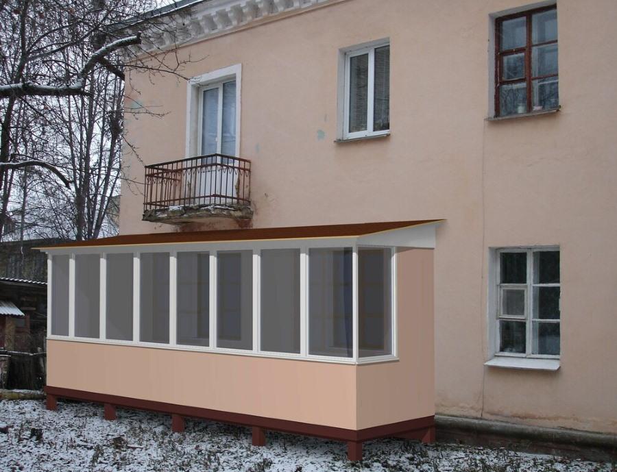 Пристроенный балкон в двухэтажном доме сталинской постройки